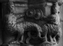 半在cathedralÂ的专栏第3部分的人的半动物生物 库存图片