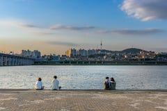 半坡Hangang公园和汉城塔在汉城,韩国 图库摄影