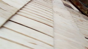 半完成雪松木木瓦震动屋顶 影视素材