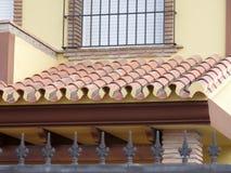 半屋顶冠上与阿拉伯样式瓦片 库存图片