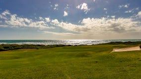半岛高尔夫球场绿色的看法 免版税库存图片