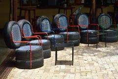 从半新车轮胎的椅子 免版税库存图片
