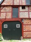 半木料半灰泥的房子 免版税库存图片