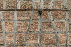 半木料半灰泥的房子背景在Neu Anspach,德国 免版税库存照片