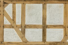 半木料半灰泥的房子背景在Neu Anspach,德国 免版税图库摄影