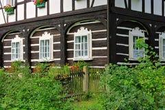 半木料半灰泥的房子 库存图片