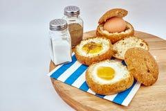 半熟的鸡蛋和面包 库存照片