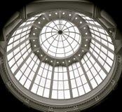 半球形的玻璃屋顶 免版税库存照片