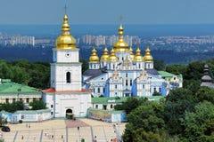 半球形的金黄基辅迈克尔修道院s st 库存照片
