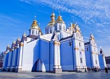 半球形的金黄迈克尔修道院s st 免版税库存照片