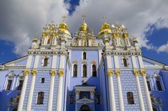 半球形的金黄迈克尔修道院s st 免版税图库摄影