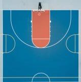 半篮球场鸟瞰图 免版税图库摄影