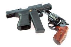 半自动手枪和左轮手枪枪 图库摄影