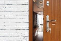 半门户开放主义一个现代客厅特写镜头 库存照片