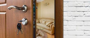 半门户开放主义一个现代客厅特写镜头 免版税库存图片