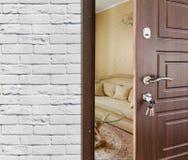 半门户开放主义一个现代客厅特写镜头 图库摄影