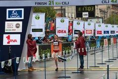 半马拉松的优胜者妇女的 免版税库存图片