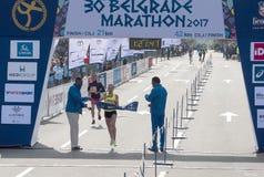 半马拉松的优胜者妇女的 库存照片