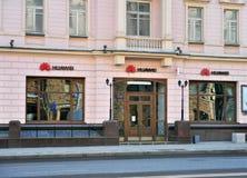 华为在Tverskaya购物街道,莫斯科的总店 库存图片