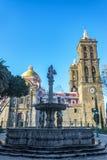 华丽喷泉和大教堂 图库摄影