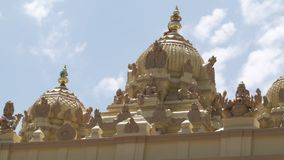 华丽圆顶,在寺庙屋顶的神肖象 影视素材