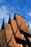 华丽地装饰的寺庙屋顶细节在清莱 免版税库存照片