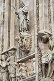 华丽大理石门面的细节在米兰大教堂的 库存照片