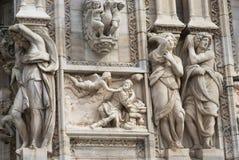 华丽大理石门面的细节在米兰大教堂的 免版税图库摄影