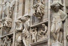 华丽大理石门面的细节在米兰大教堂的 免版税库存照片