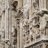 华丽大理石门面的细节在米兰大教堂的 库存图片