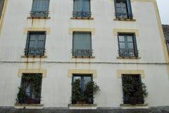 华丽窗口和楼梯栏杆 库存图片