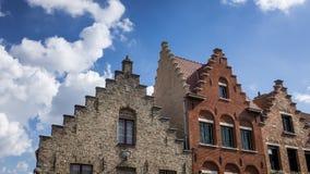 华丽跨步的砖山墙在布鲁日,比利时 免版税库存照片