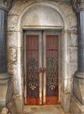 华丽陵墓门在上帝` s英亩公墓在老萨利姆 库存照片