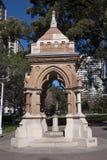 华丽1881维多利亚女王时代的哥特式砂岩喷泉在海德公园 库存图片
