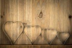 华伦泰在木背景的葡萄酒心脏 华伦泰Hea 免版税库存图片
