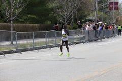 华伦泰基普凯特肯尼亚在进来第15的波士顿马拉松赛跑与2:29的时期:35 2017年4月17日 图库摄影