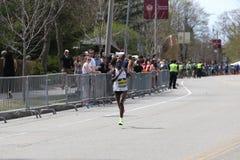 华伦泰基普凯特肯尼亚在进来第15的波士顿马拉松赛跑与2:29的时期:35 2017年4月17日 免版税库存照片