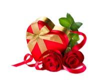 华伦泰心脏形状礼物盒 免版税库存图片