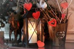 华伦泰心脏装饰分支蜡烛 库存图片