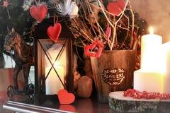 华伦泰心脏装饰分支蜡烛 库存照片