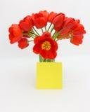 华伦泰或母亲节郁金香卡片材料的照片 免版税库存图片