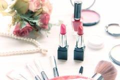 华伦泰礼物 构成化妆用品工具背景和秀丽化妆用品, 库存图片