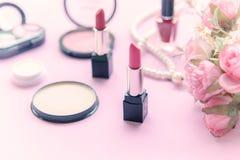 华伦泰礼物 构成化妆用品工具背景 库存图片