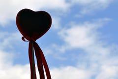 华伦泰背景,在天空的心脏,情人节爱 库存图片