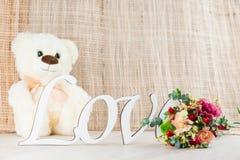 华伦泰` s与玩具熊的天概念 免版税库存照片