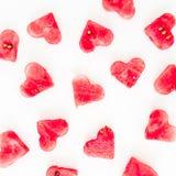 华伦泰` s天心脏样式由西瓜制成在白色背景 平的位置,顶视图 库存图片