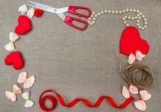 华伦泰` s天概念,在麻袋布, desig的浪漫背景 库存图片