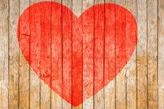 华伦泰` s天,在木地板上绘的红色心脏 库存照片