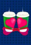 华伦泰` s天绿色有大红色心脏的咖啡杯作为礼物/蓝色背景与小点 库存图片