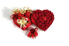 华伦泰` s巧克力的天混合以心脏的形式在白色背景的心形的箱子 免版税图库摄影